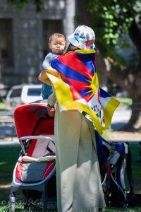 Tibetan flag mother baby sacramento capitol dalai lama visit allan