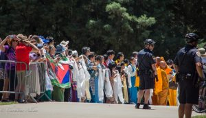Waiting crowd sacramento capitol dalai lama visit allan
