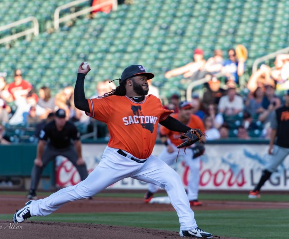 Johnny cueto pitching with the river cats against the Fresno grizzlies