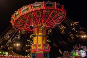 Cahin-swing-ride-at-night