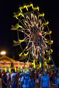 Ferris-wheel-and-crowd-at-night