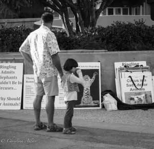 Father-daughter-Ringling-brothers-circus-protest-arco-arena-sacramento-allan-DSC 5972