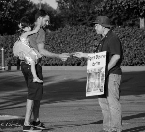 Leafletter-father-daughter-Ringling-brothers-circus-protest-arco-arena-sacramento-allan-DSC 5984
