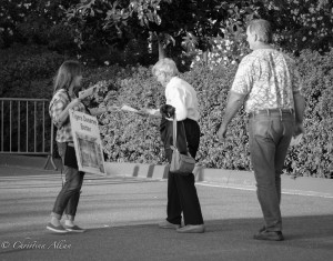 Leafletter-older-couple-Ringling-brothers-circus-protest-arco-arena-sacramento-allan-DSC 5989