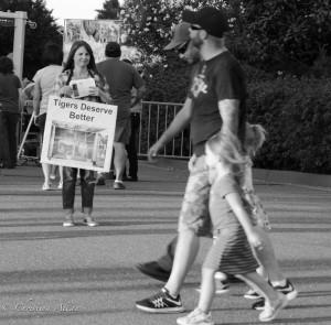Passerbys-Ringling-brothers-circus-protest-arco-arena-sacramento-allan-DSC 6039