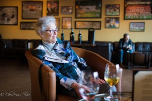 Mom in Wine Bar