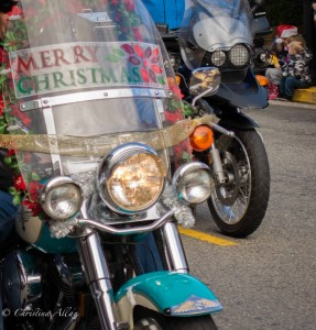 Merry-Christmas-motorcycle-shield-grass-valley-toy-run-DSC8840