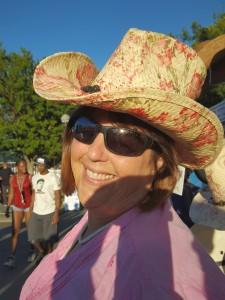 De in Cowgirl Hat
