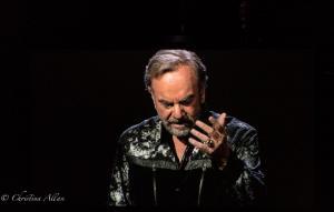 Head bowed Neil Diamond Concert 50th Anniversary Tour Sacramento Allan