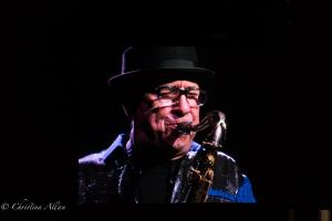 Larry Klimas You don't bring me flowers Sax Player Neil Diamond Concert 50th Anniversary Tour Sacramento Allan
