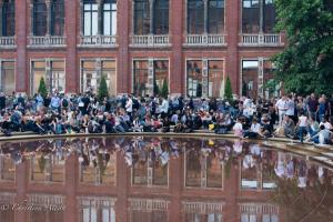 Crowd Victoria & Albert Museum Allan