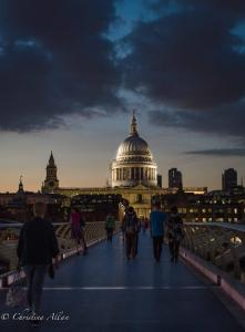 St. Paul's Cathedral twilight millenium bridge london alla
