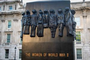 B/W Women of world war II monument london allan DSC_2216