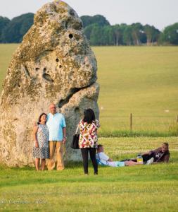 Couple photos stonehenge summer solstice  england allan