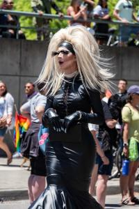Drag queen eyelashes blond wig 6102018 gay pride parade lgbtq sacramento california allanDSC 0221 (2)