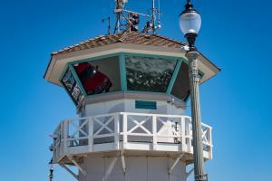 Huntington beach lifeguard station with ocean truck urban reflection 3262018 allan DSC 9040
