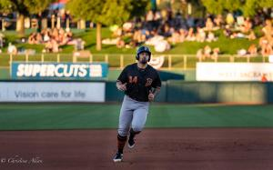 Nick Tanielu 6292018 Fresno Grizzlies running river cats raley field west sacramento allan DSC 1067
