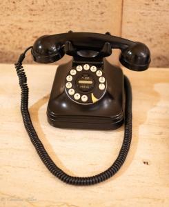 Old dial black telephone hotel lobby toronto ontario canada allan DSC 1605